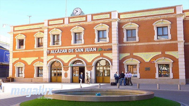 La tecnología LED Megalux luce en la estación de Alcázar de San Juan