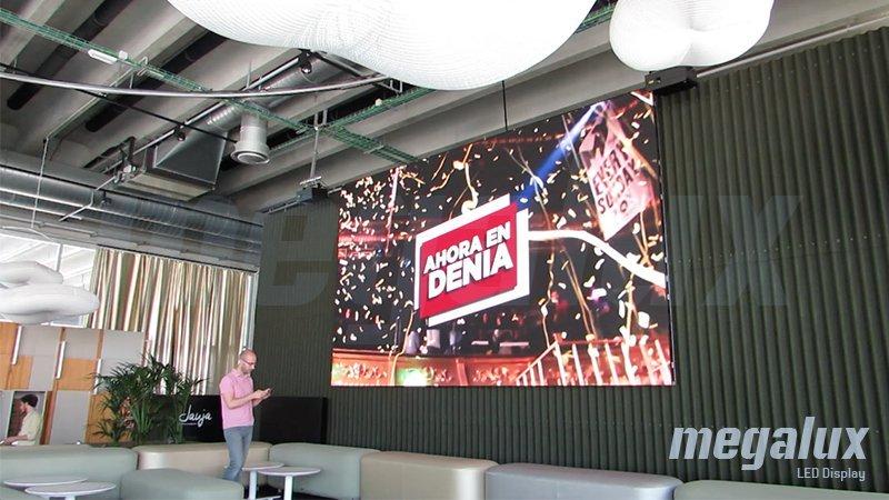 Baleària elige a Megalux para su pantalla digital en la Estación Marítima de Dénia