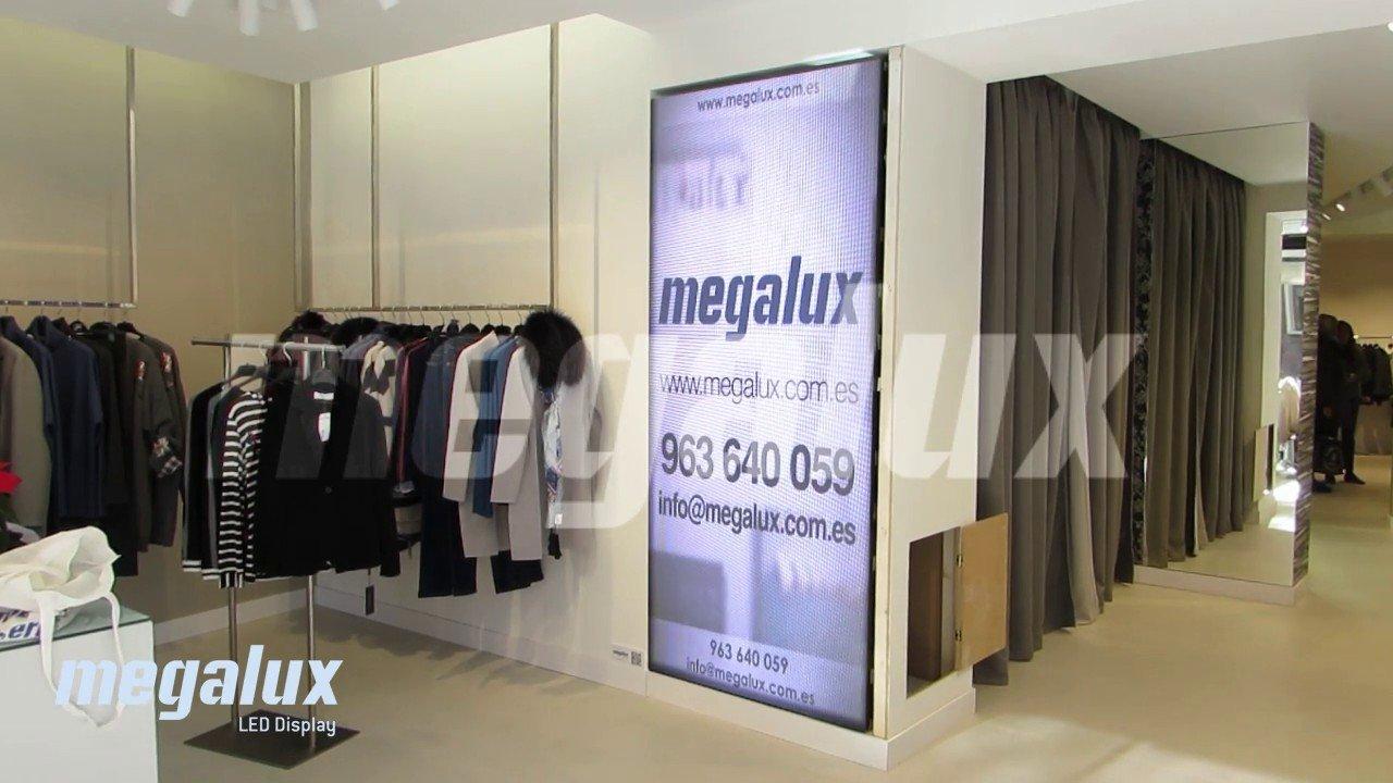 Boutique Balma Barcelona estrena pantalla publicitaria Megalux de gran formato