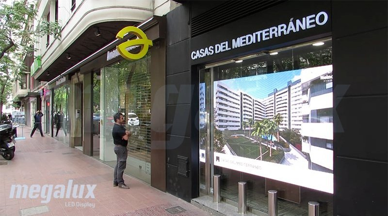 Casas del Mediterráneo elige a Megalux para su espectacular pantalla de escaparate