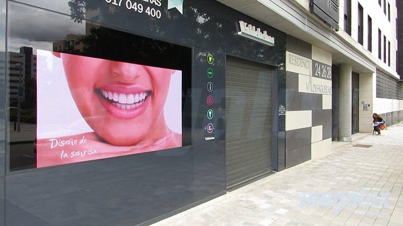 Clínica Dental Valdebebas elige a Megalux Display para su nueva pantalla LED
