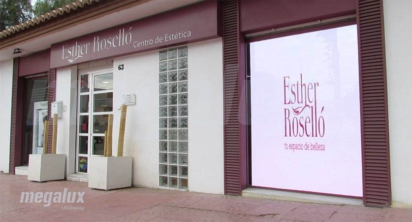 Clínica Estética Esther Roselló en Valencia instala impactante pantalla LED de Megalux