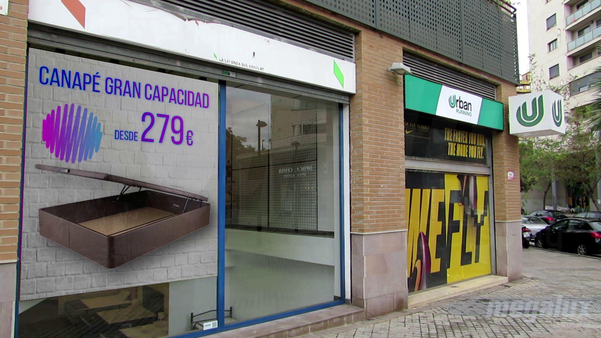 Impactantes pantallas LED publicitarias Megalux en frente de Carrefour Campanar - 2020