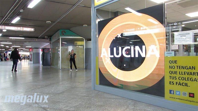 Impactante pantalla publicitaria de gran formato Megalux en la Estación de Atocha