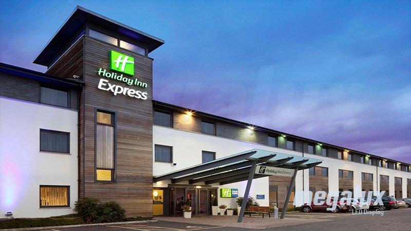 Holiday Inn Express y Megalux: Mejor iluminación y más ahorro energético