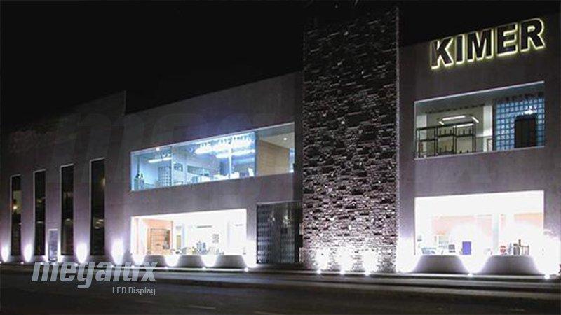 Megalux ilumina las instalaciones de Kimer Estanterías