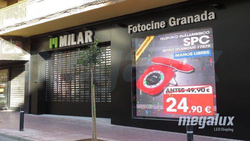 Fotocine Granada se renueva con una gran pantalla LED Megalux