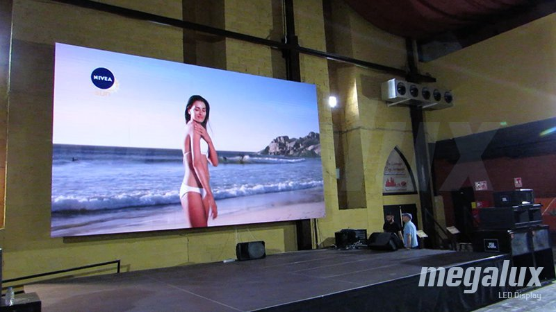 Hotel & Resort Robin Hood instala pantalla gigante de Megalux LED Display