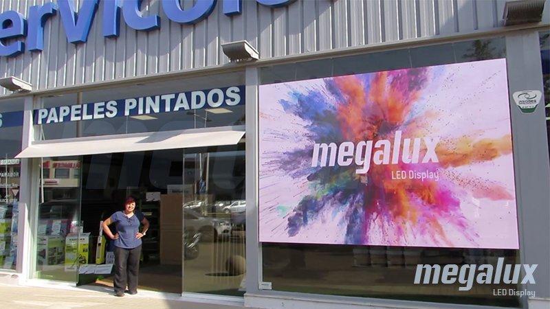 Megalux instala gran pantalla publicitaria LED de escaparate en la entrada de Dénia