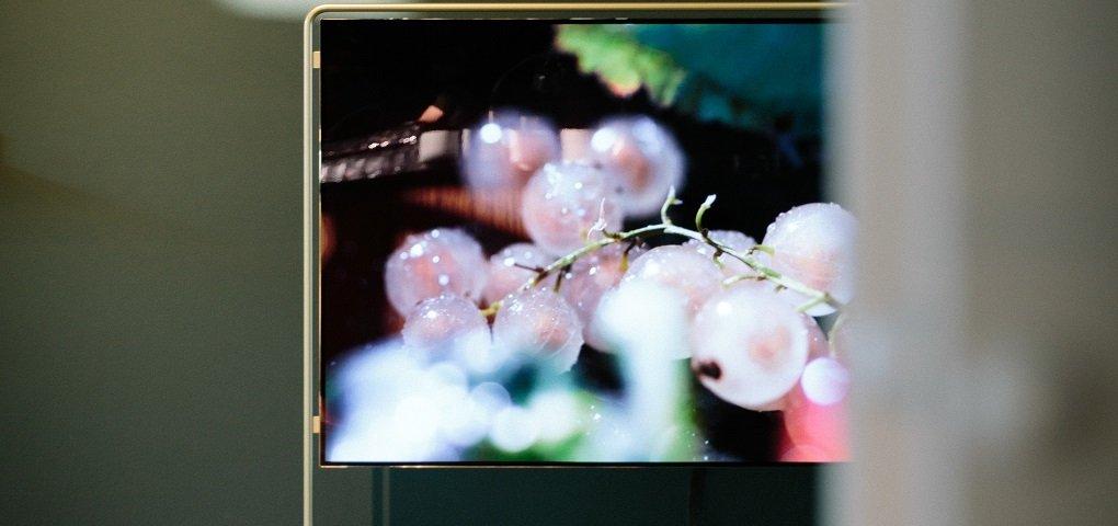 Se puede utilizar un televisor para publicidad en escaparate