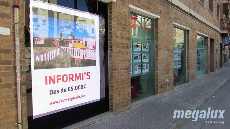 JG Inmobiliaria Tarragona elige Megalux para su comunicación digital con pantalla LED