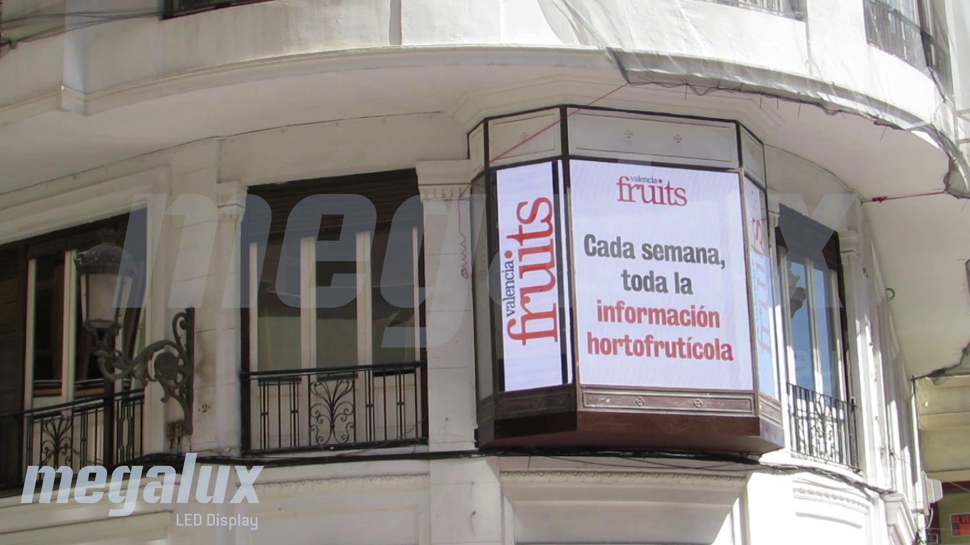Pantalla LED de Megalux como canal publicitario en la Plaza del Ayuntamiento de Valencia