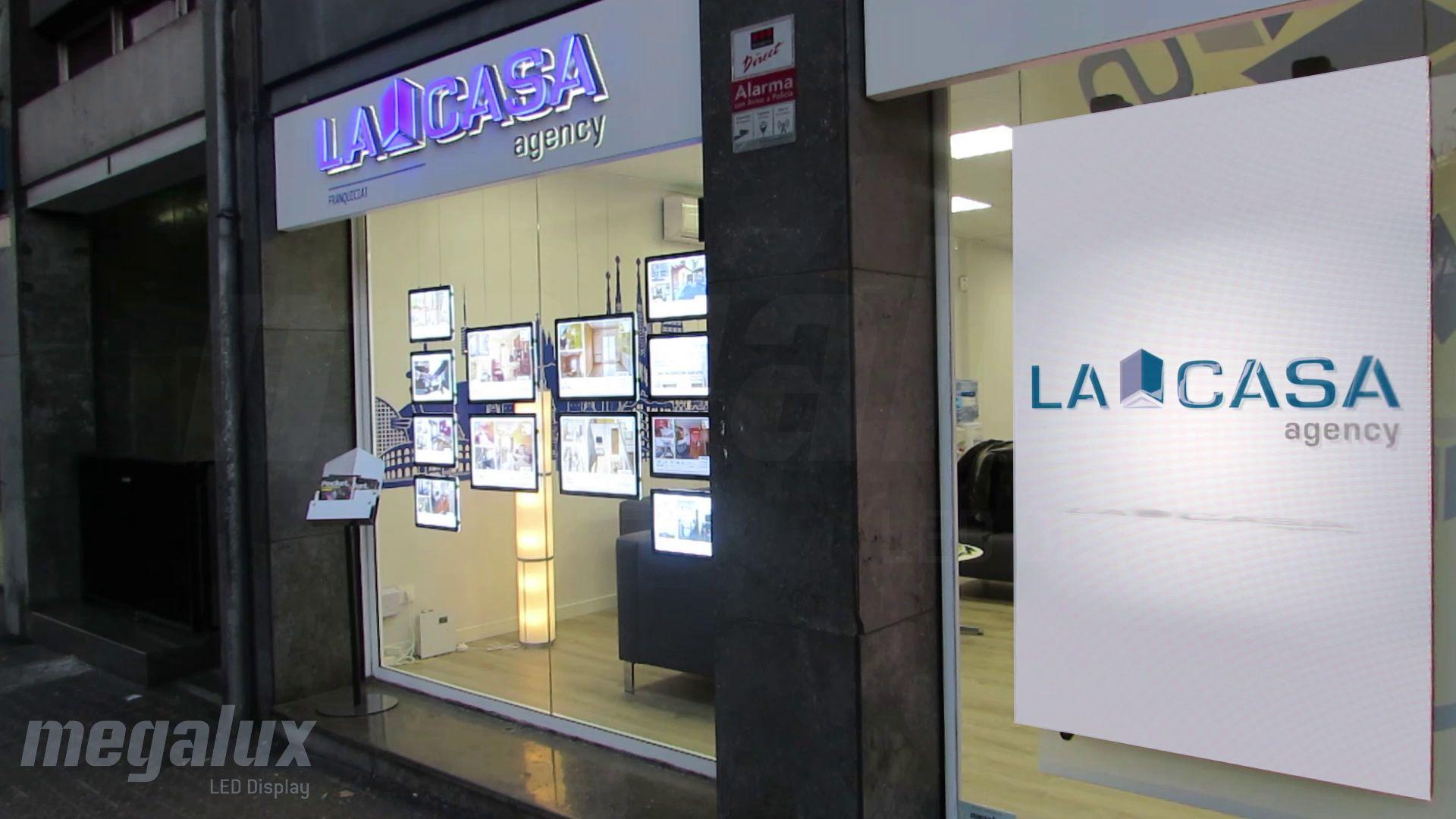El grupo inmobiliario La Casa Agency añade otra pantalla Megalux en Barcelona