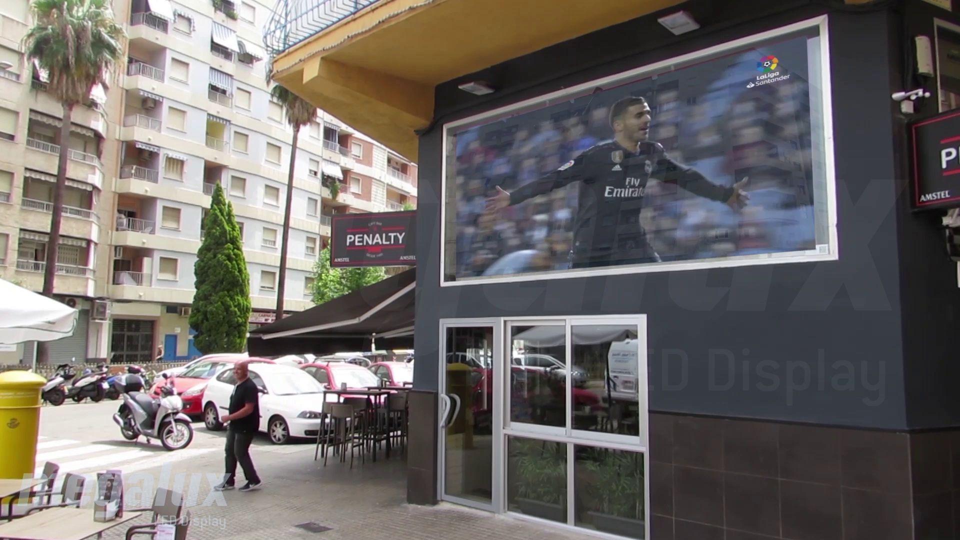 Heineken elige a Megalux para instalar una gran pantalla LED en el Bar Café Penalty de Gandía