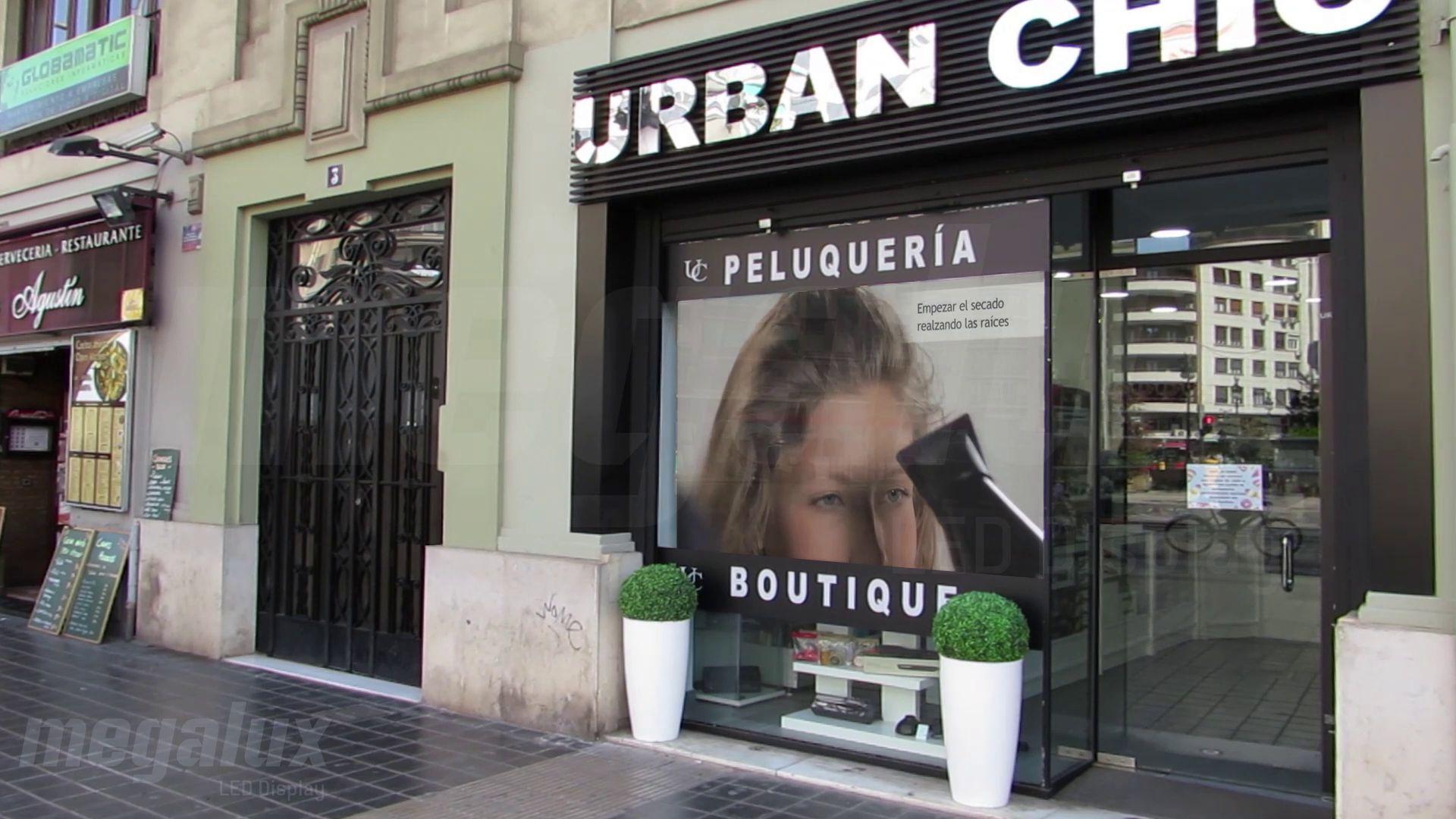 La marca Urban Chic se promociona con Pantalla LED de Megalux en el centro de Valencia