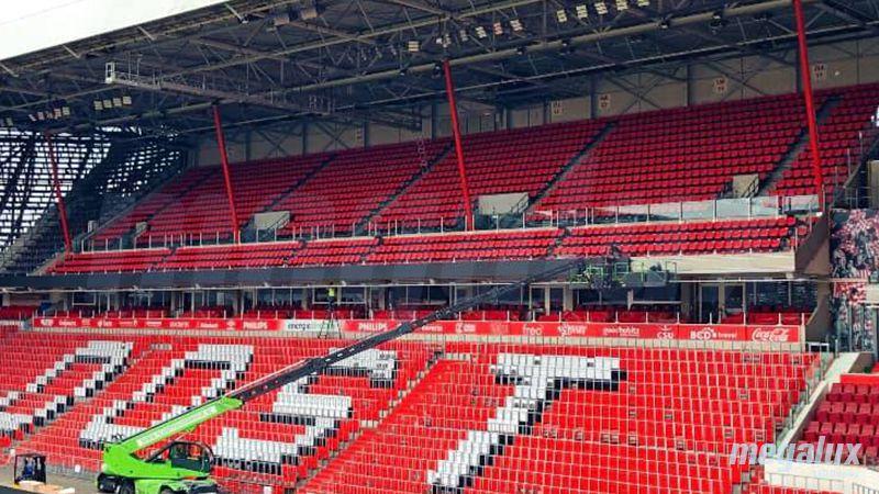 El Philips Stadion, sede del PSV en Holanda, instala 380 m2 de pantallas LED Megalux